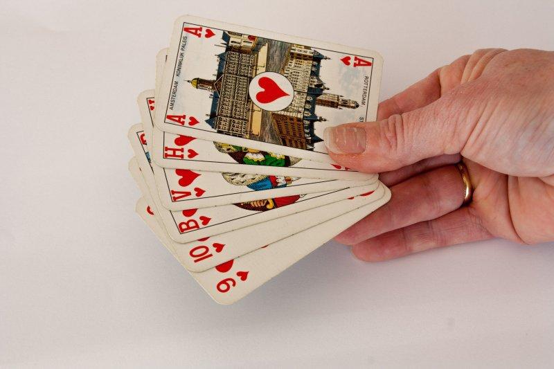Zijn kaarten op tafel leggen